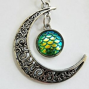 Jewelry - Silver crescent moon fish scale necklace-green NWT